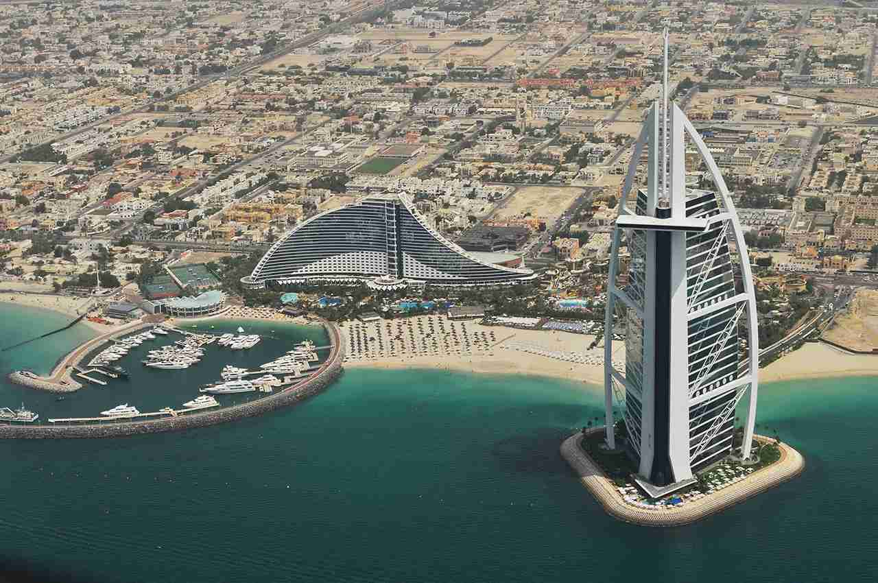 Burj Al Arab, Dubai, United Arab Emirates. (Photo by Roman Logov via Unsplash)