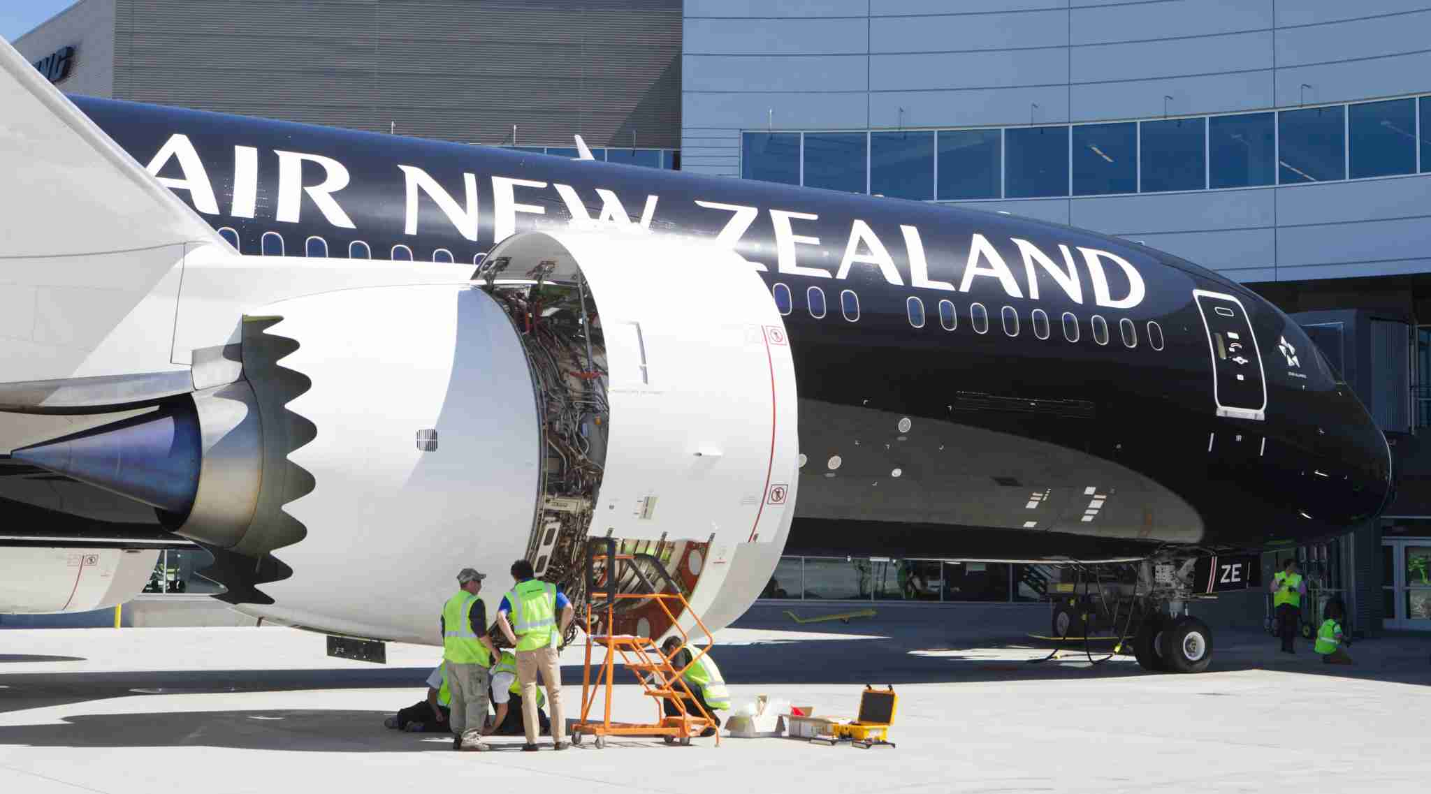 Crews work on the engine of an Air New Zealand Boeing 787-9 Dreamliner, July 9, 2014 in Everett, Washington. (Photo by Stephen Brashear / Getty Images)