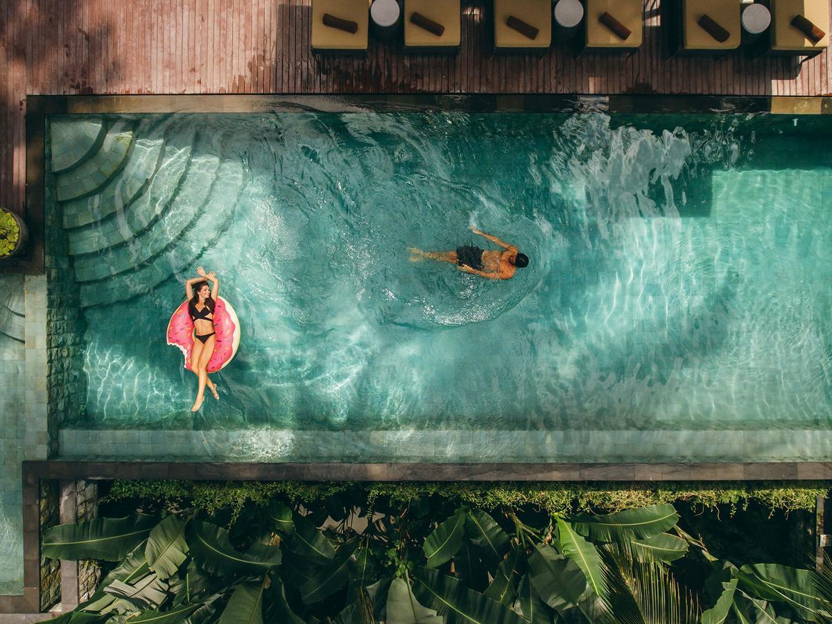 12 Beautiful Infinity Pools Around the World