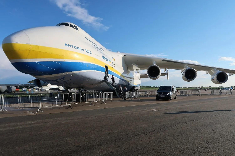 Largest cargo plane lands at Glasgow Prestwick