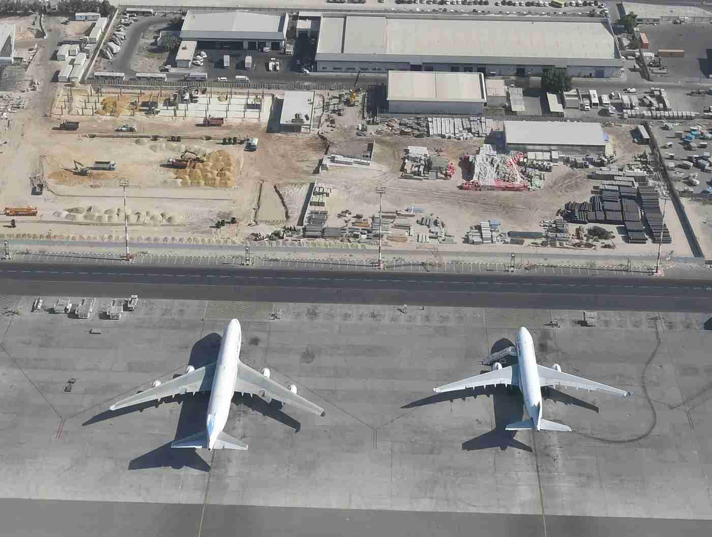 747 on the left, 777 on the right