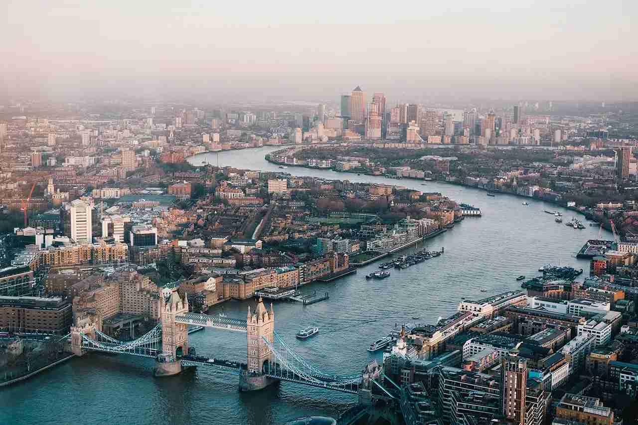 London calling. (Photo by Benjamin Davies via Unsplash)