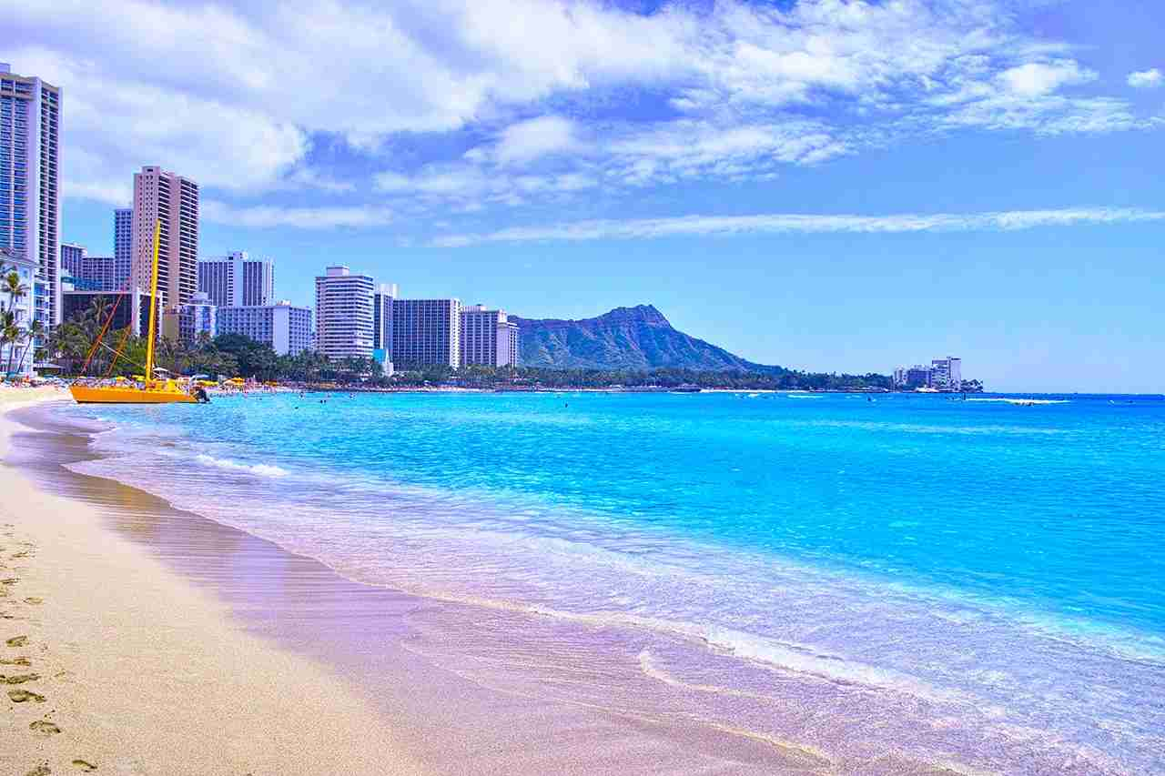 Picture yourself walking along Waikiki Beach. (Photo by 7maru / Getty Images)