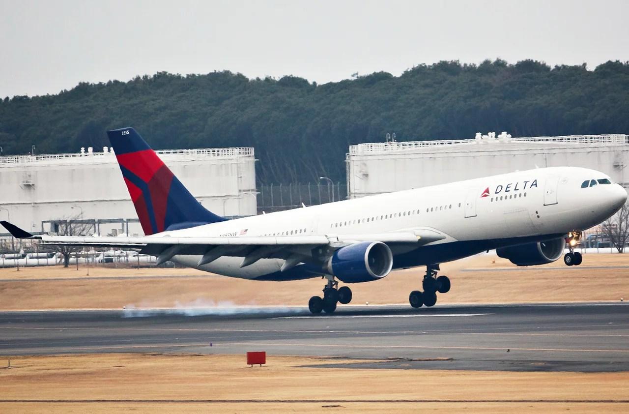 Delta A330 plane (Photo by lkarasawa via Flickr)