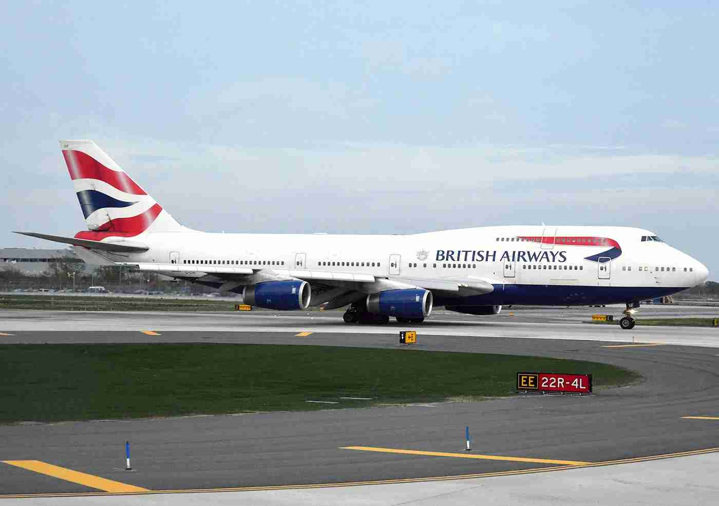 A British Airways 747-400 lined up on runway Two-Two Left at JFK. Photo by Alberto Riva / The Points Guy