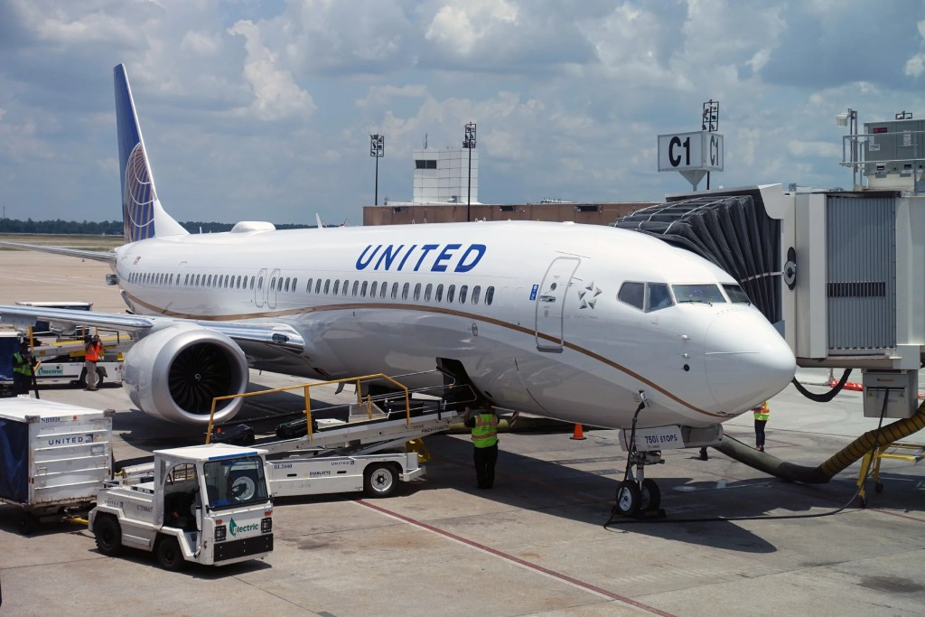 Review: United 737 MAX 9 First Class From Orlando to Houston