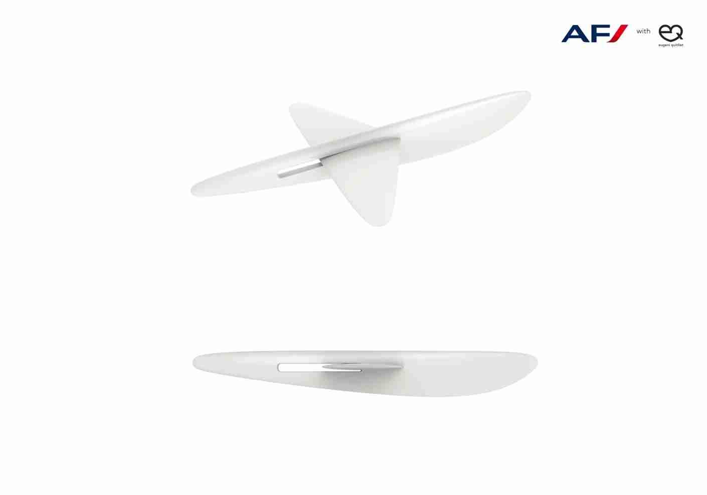 The airplane utensils. Image courtesy of Eugeni Quitllet.