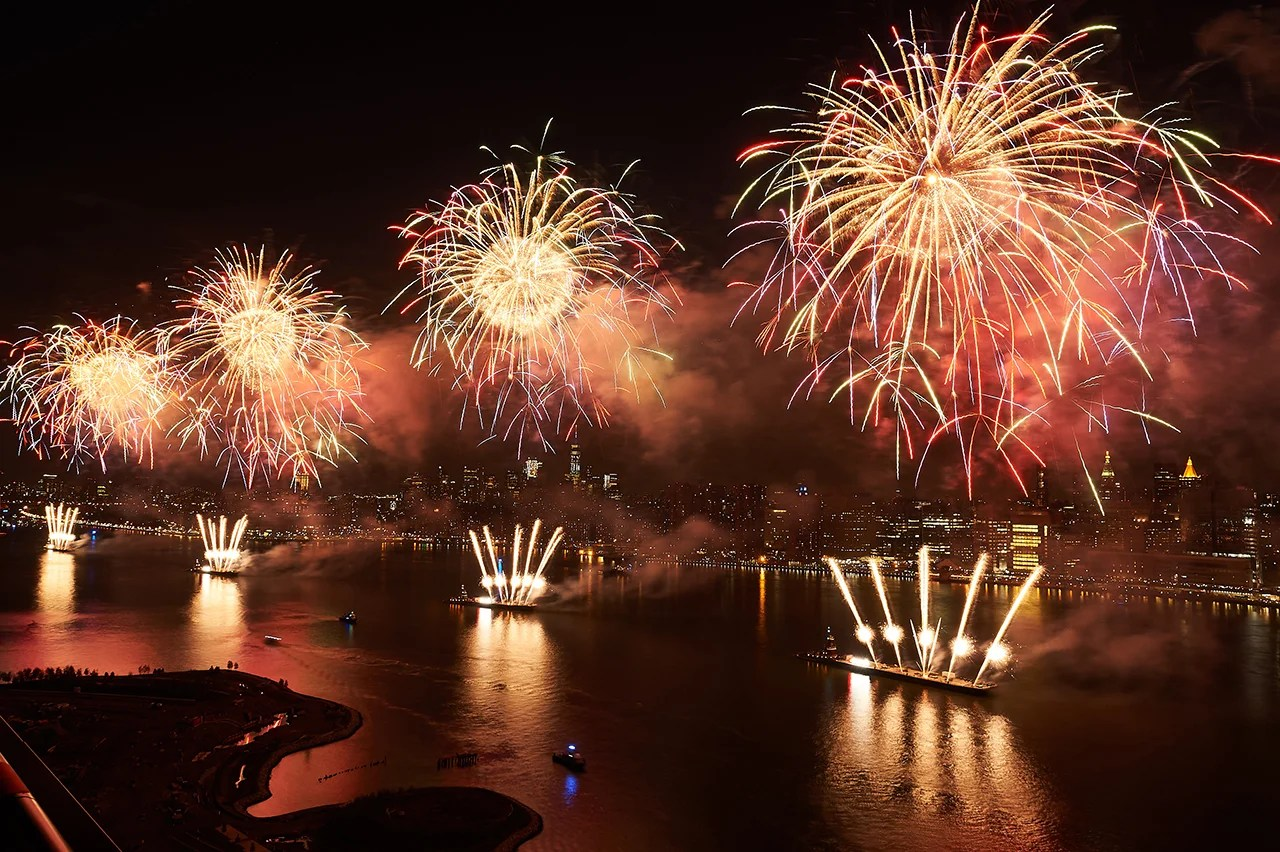 Best Hotels To Watch Th Of July Fireworks In Nyc