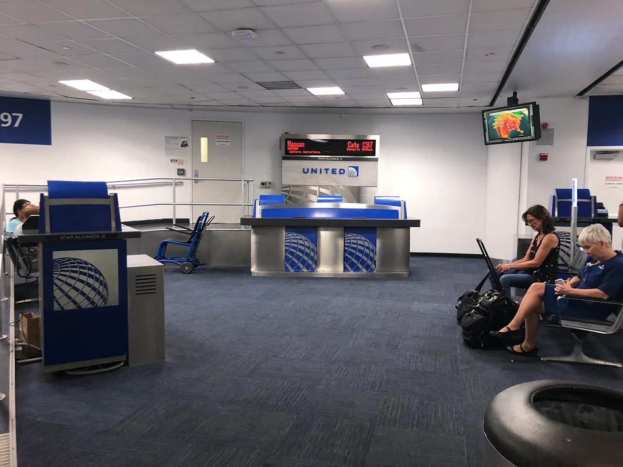 Review United 737 700 From New York To Nassau Bahamas