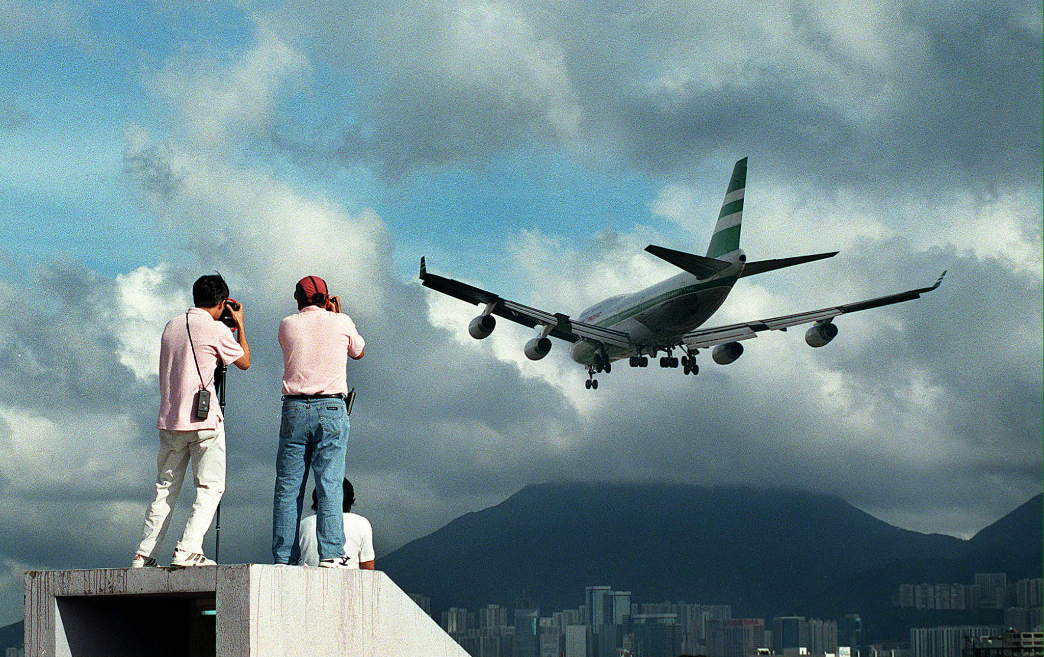 See the Crazy Landings at Kai Tak, the Legendary Airport That Closed 20 Years Ago