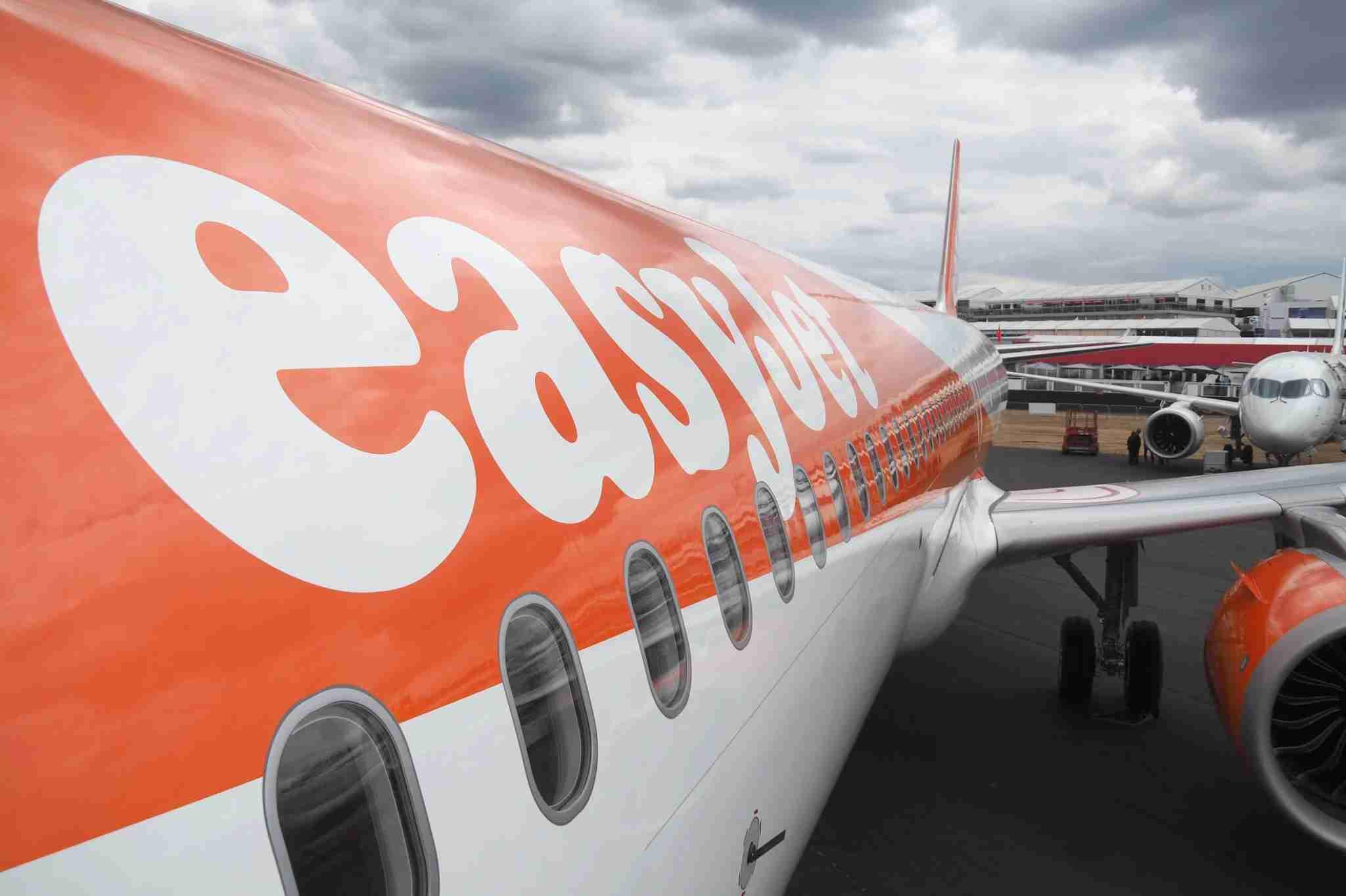 """""""Passageiro"""" assume avião da EasyJet depois que piloto desaparece"""
