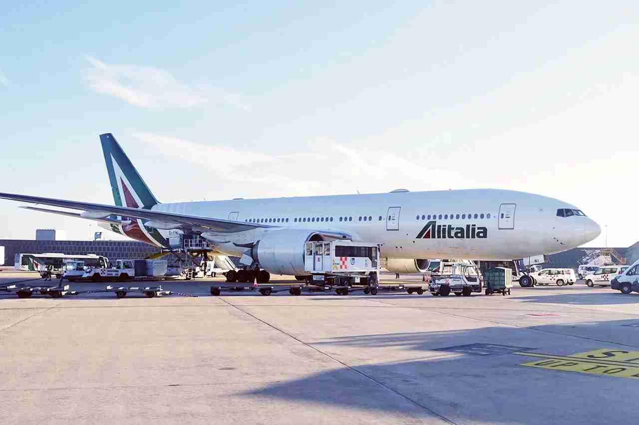 An Alitalia 777.