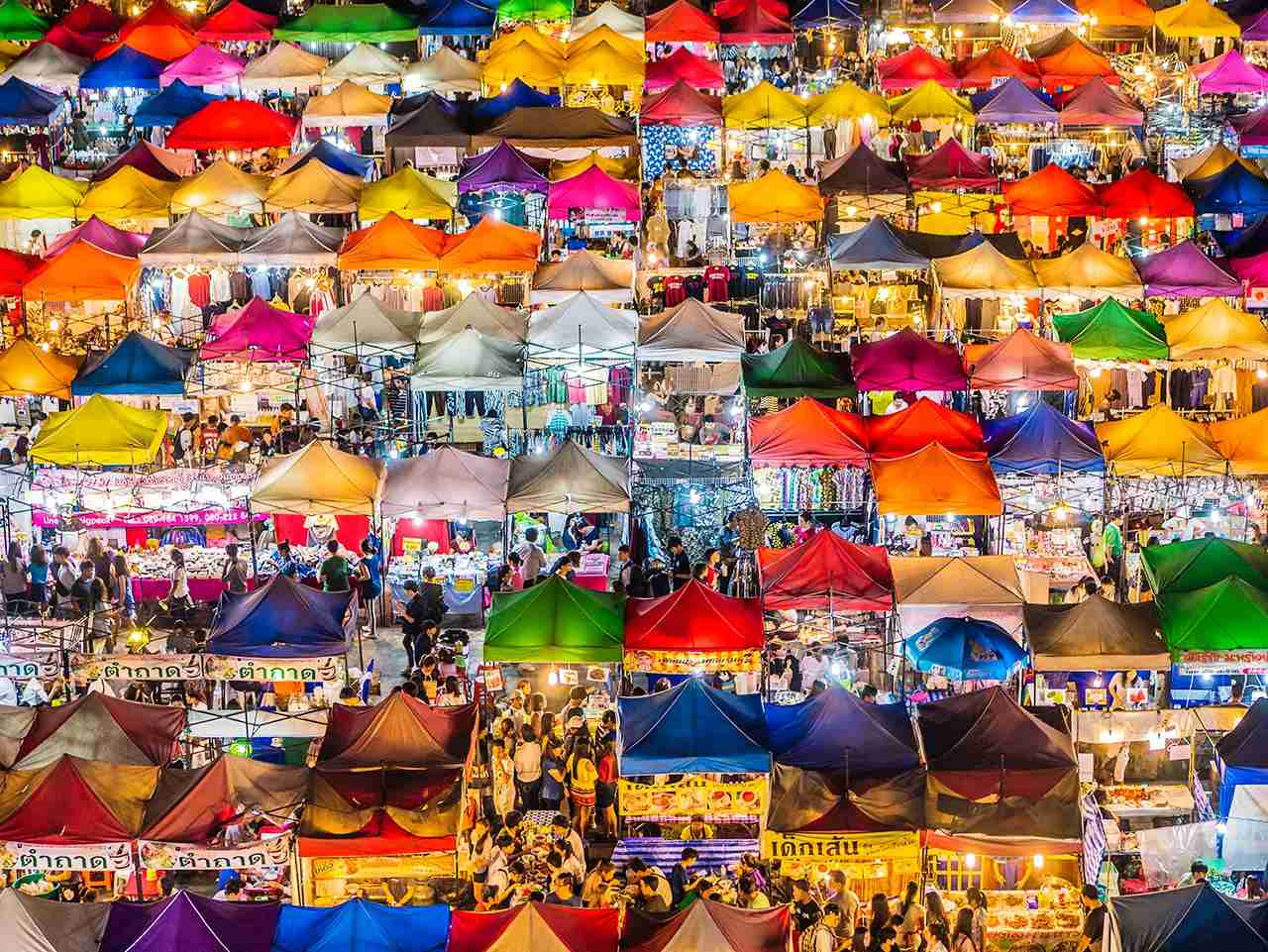 The popular Rod Fai market in Ratchada, Bangkok. (Photo by aluxum / Getty Images)