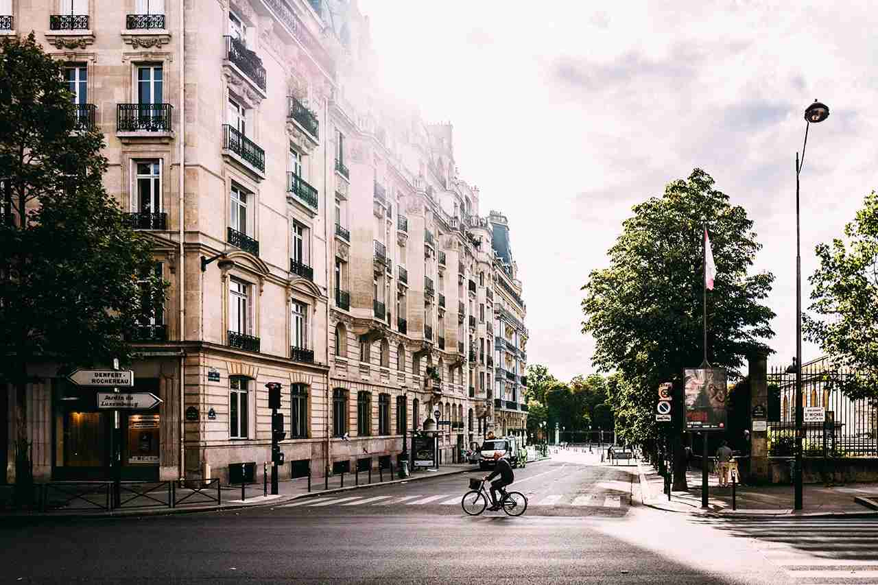 Use points and miles right and you too could have a Paris layover. (Photo by Andreas Selter on Unsplash)