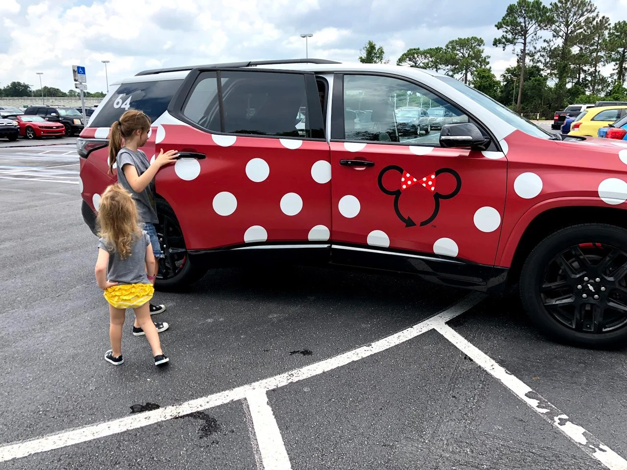 How to Use Disney World's Minnie Vans