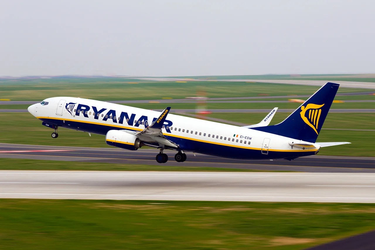 Racist Ryanair Passenger Allowed to Fly After Verbally Assaulting Seatmate