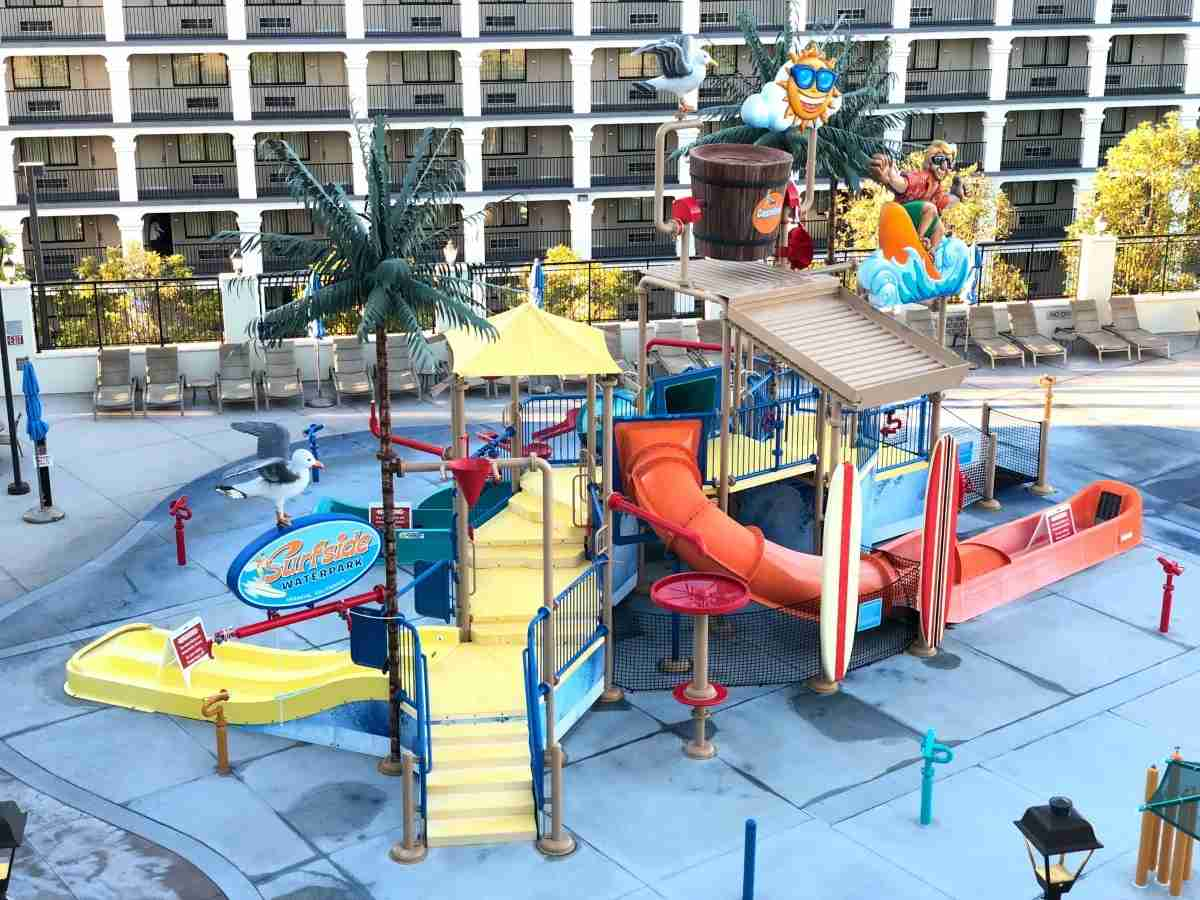 Hotels Near Disneyland - Courtyard Anaheim Theme Park Entrance Water Park