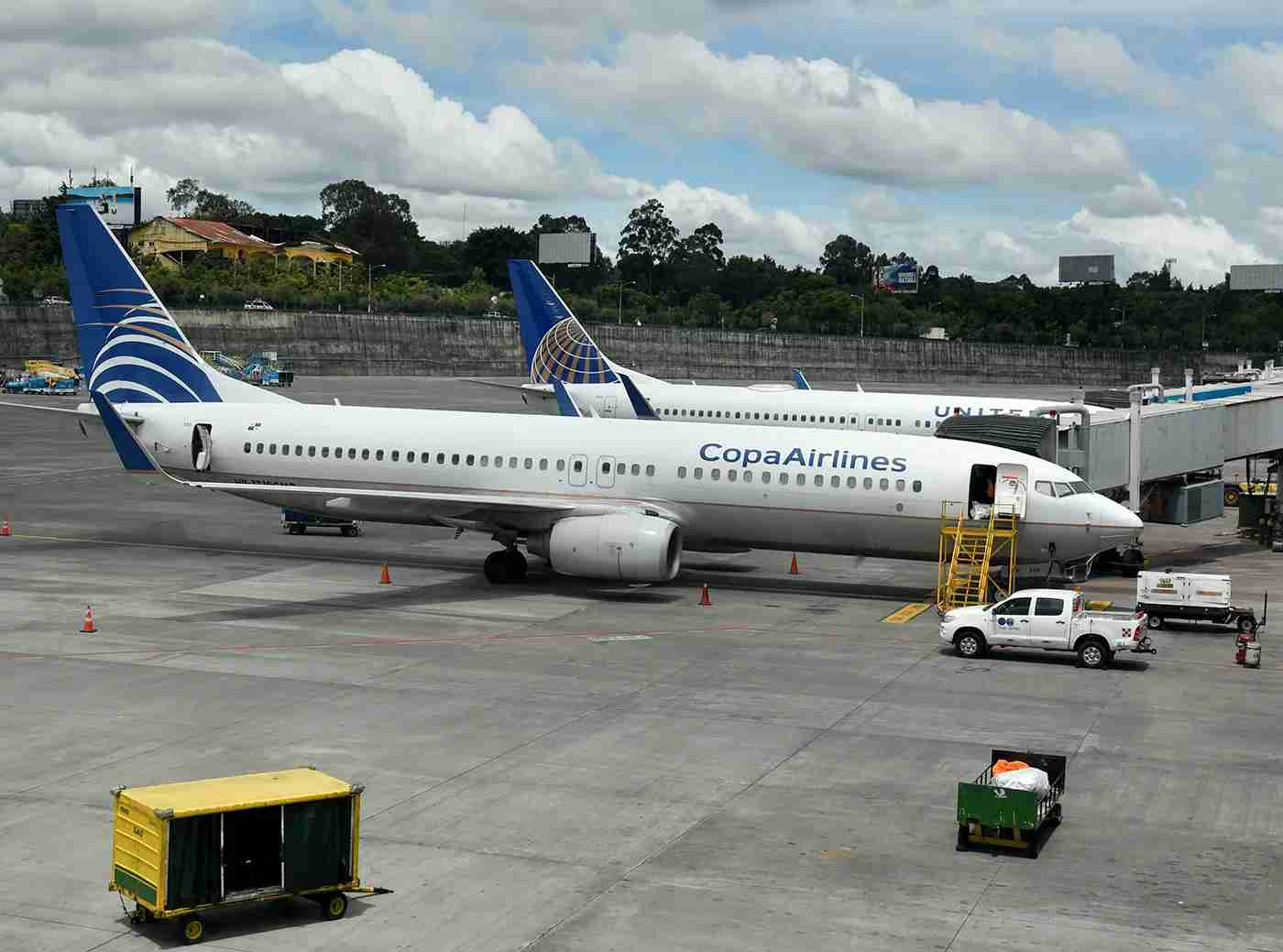 Two United and Copa 737-800s side by side at the Panama airport (Photo by Alberto Riva / TPG)