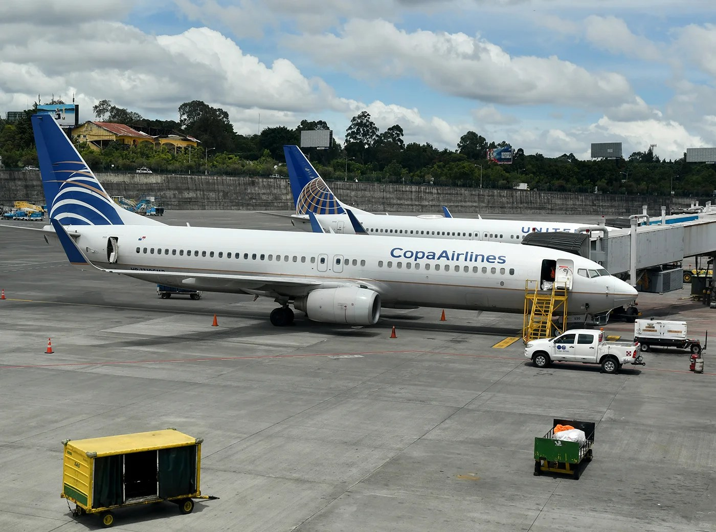 new concept 51193 aa175 Two United and Copa 737-800s side by side at the Panama airport (Photo