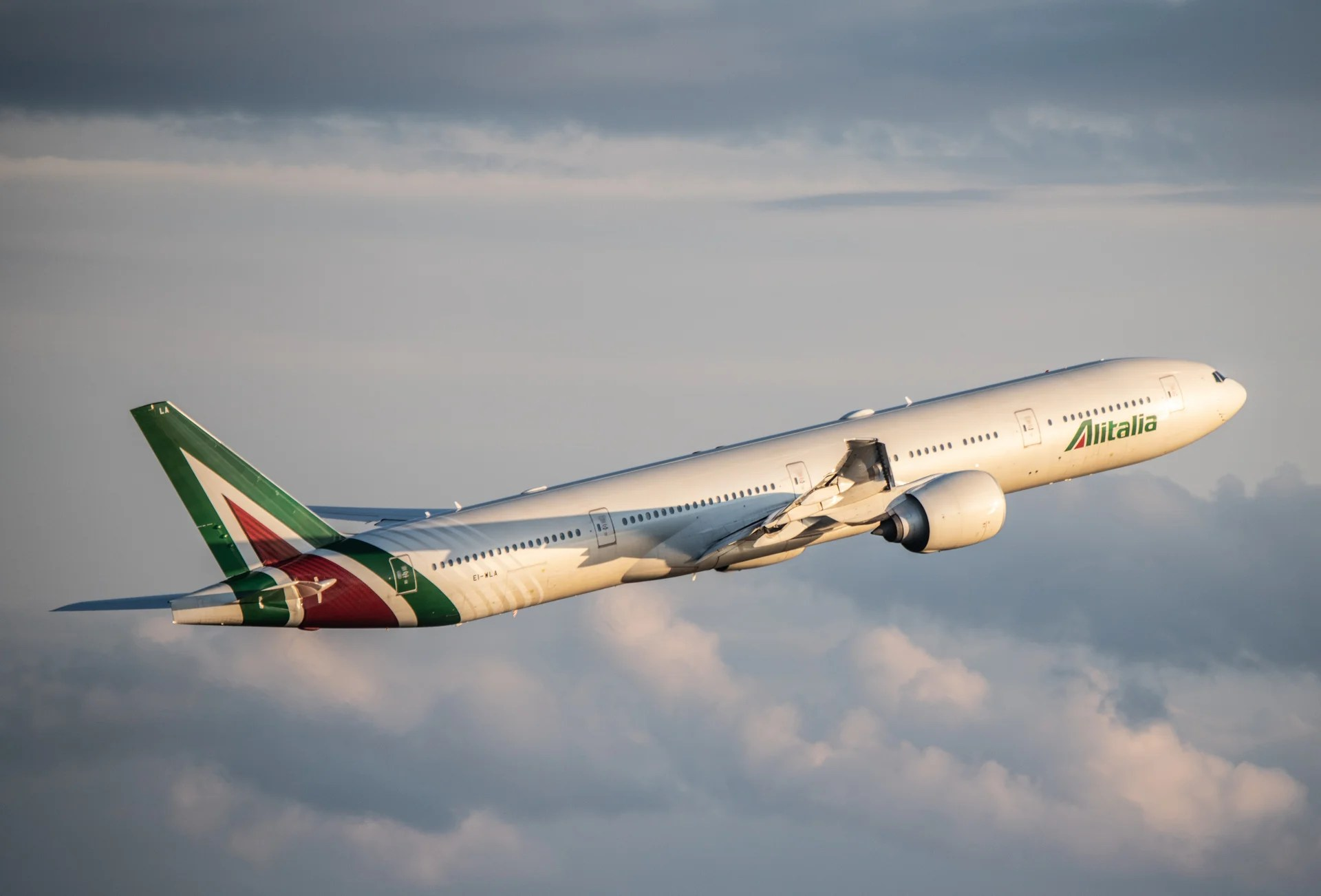What You Need To Know About Alitalia's Basic Economy Fares