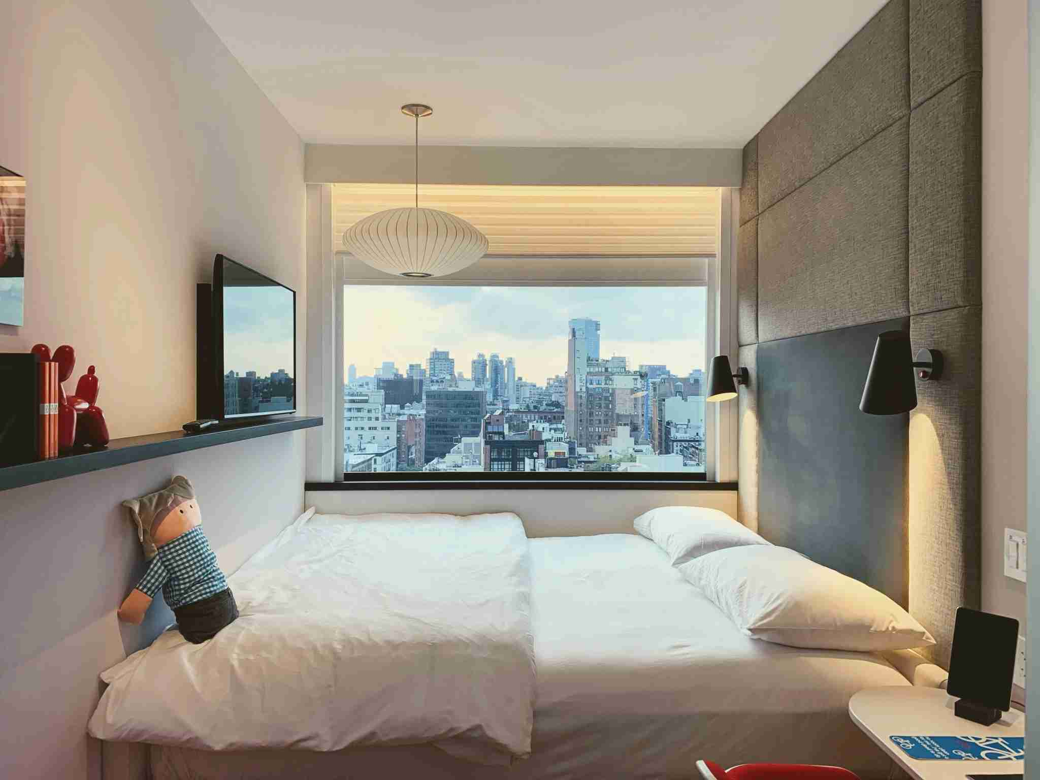 CitizenM Bowery New York Modular Hotel Room and NYC View (Photo by Darren Murph / The Points Guy)