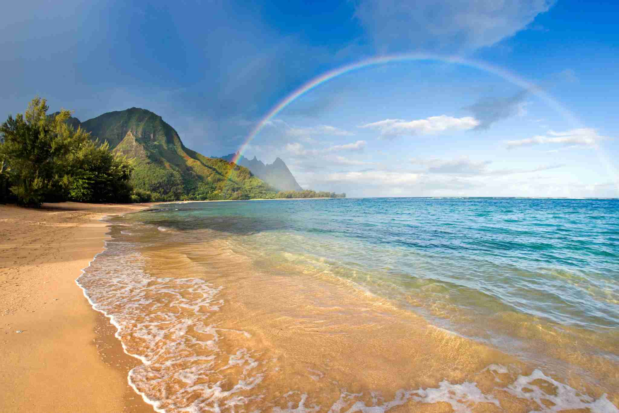 Rainbow over Tunnels Beach on north shore of Kauai, Hawaii (Getty Images)