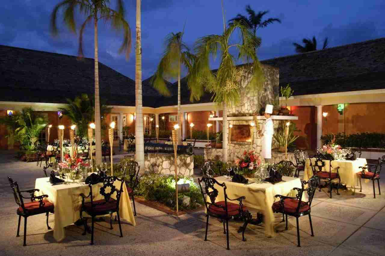 Hilton Rose Hall Resort & Spa dining. Photo courtesy of Hilton Hotels.