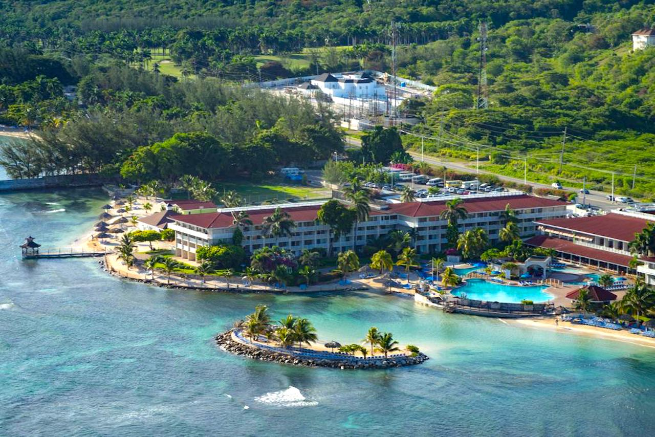 Holiday Inn Resort Montego Bay. Photo Courtesy of Holiday Inn Hotels.