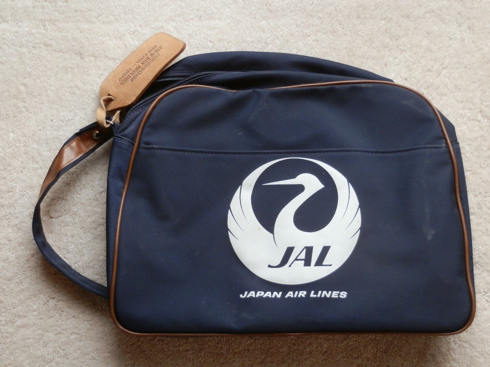 A vintage Japan Airlines satchel. Image from eBay.