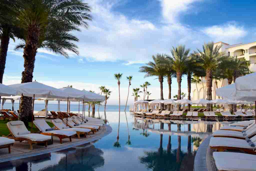 Hilton Los Cabos disappearing edge pool at early morning