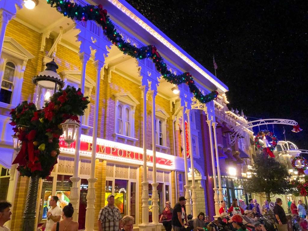 4ef32e30f81 Christmas at Disney World  Guaranteed Holiday Magic