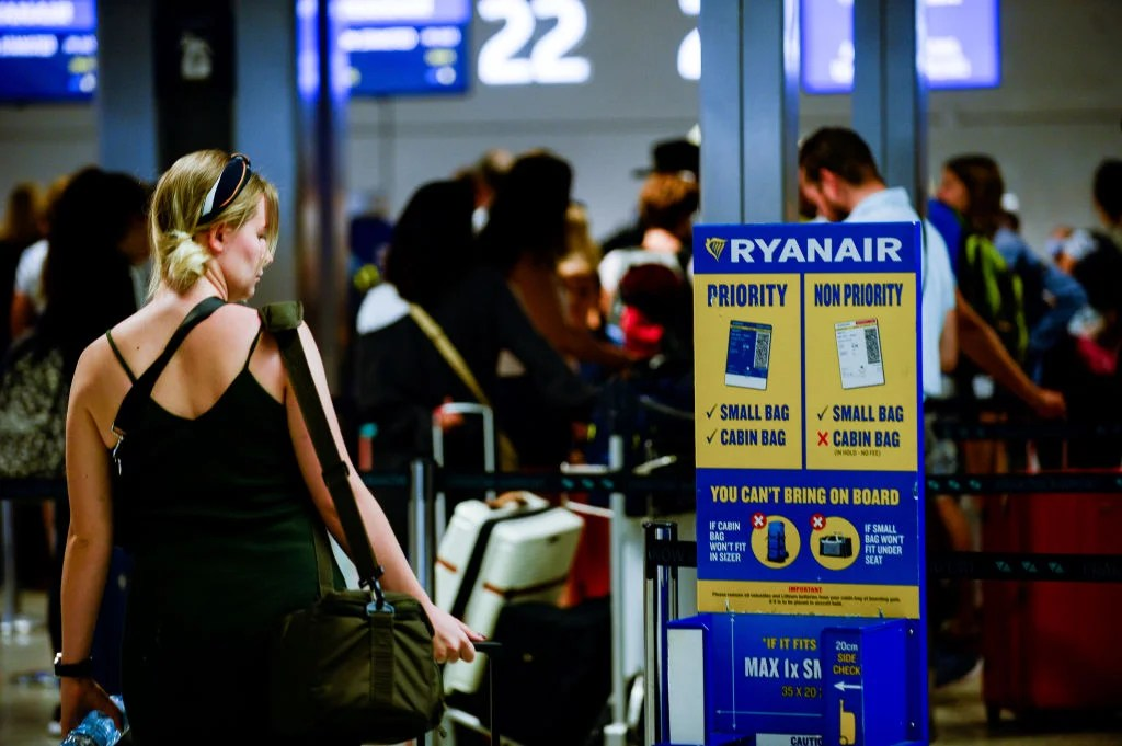 Man Sews Carry-on Coat as Loophole to New Ryanair Bag Policy