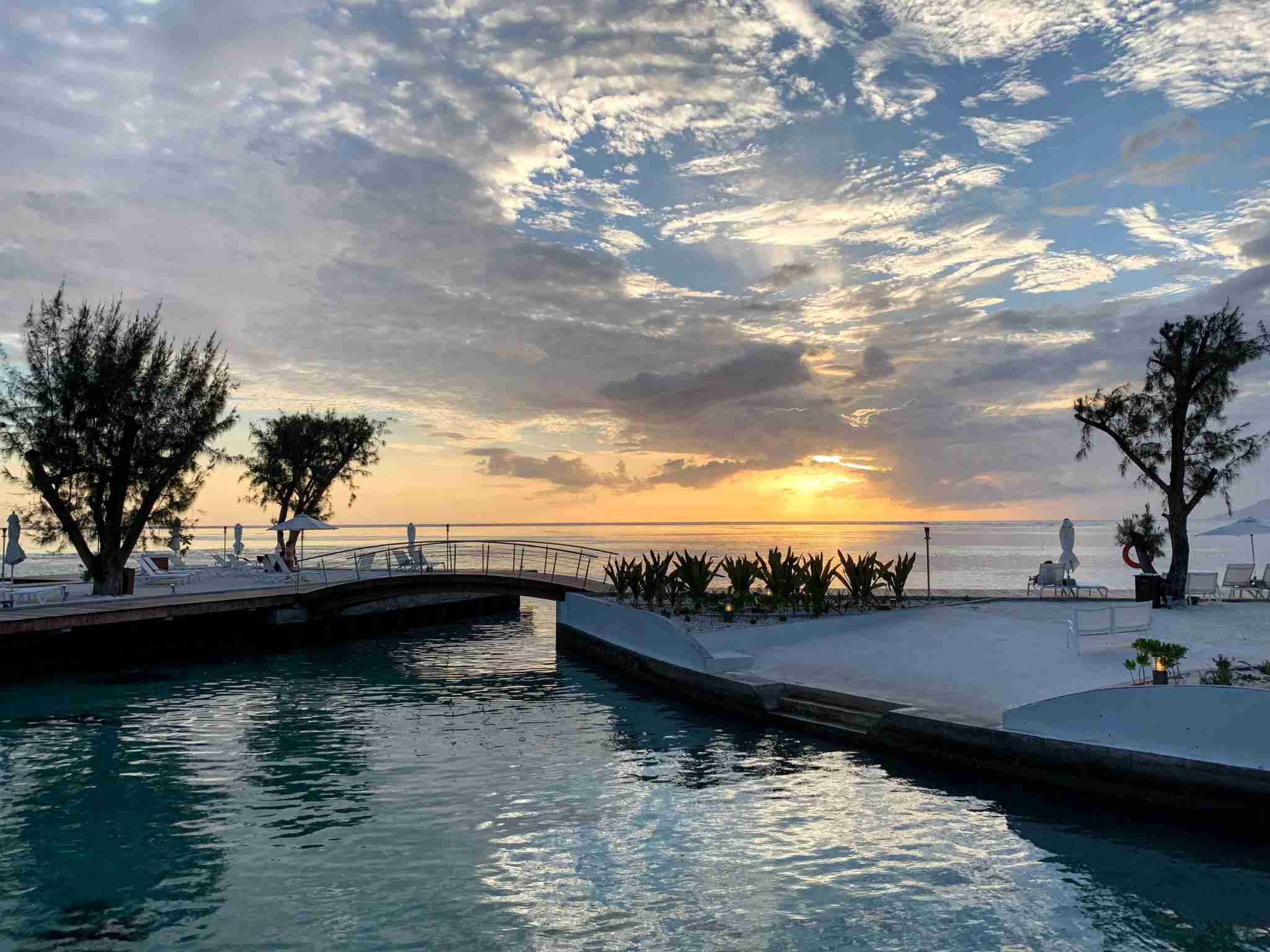 Manava Suites Resort Tahiti - sunset pool