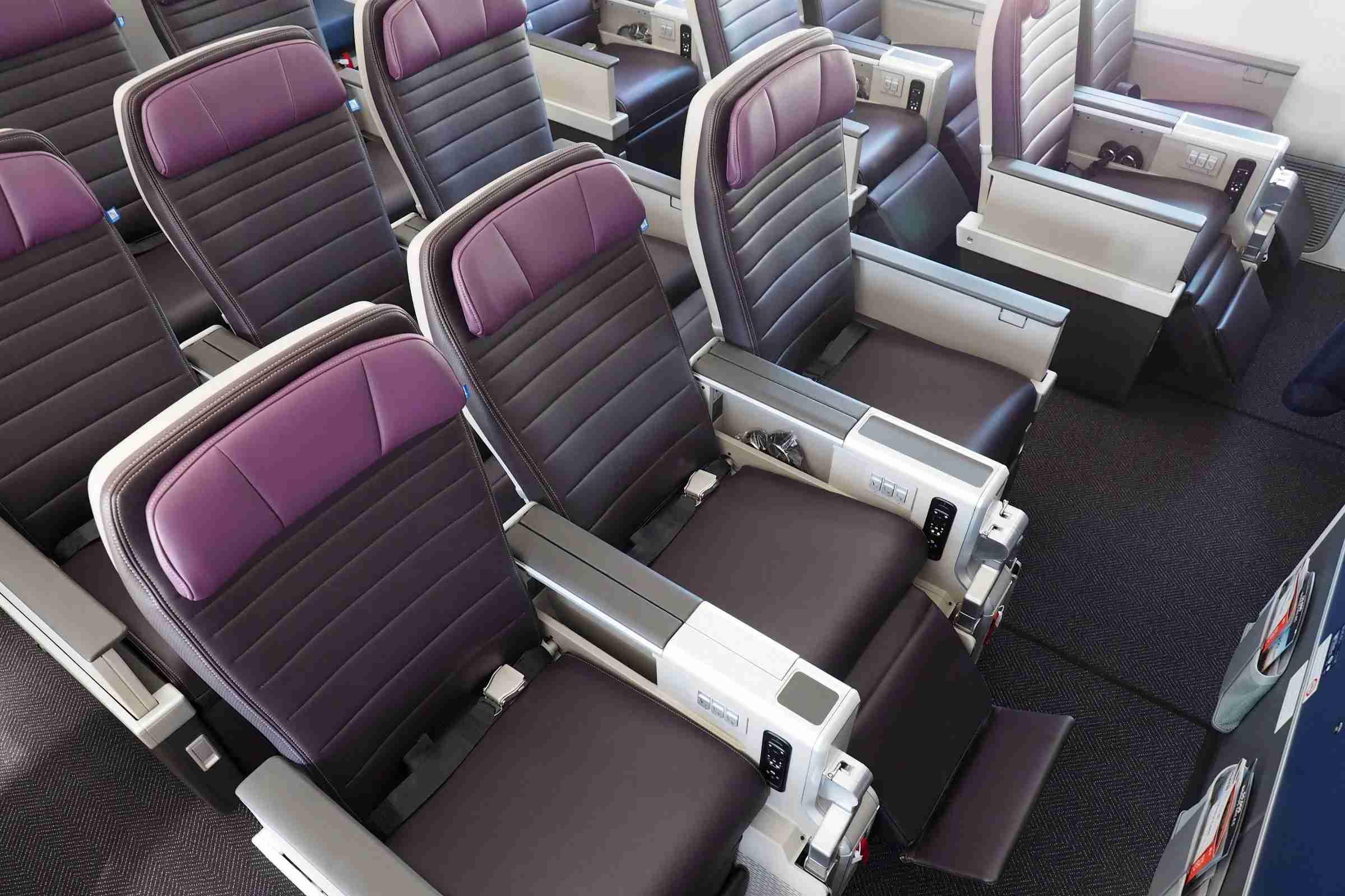 United Premium plus on the 787-10 Dreamliner. Photo by Zach Honig.