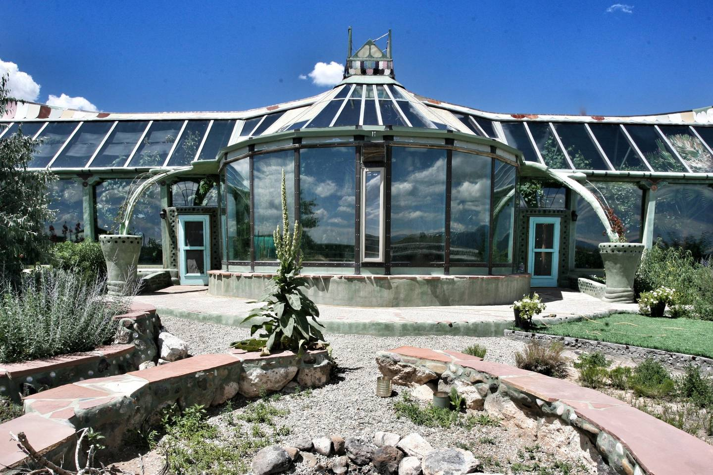 Phoenix Earthship. (Photo courtesy of Airbnb.)