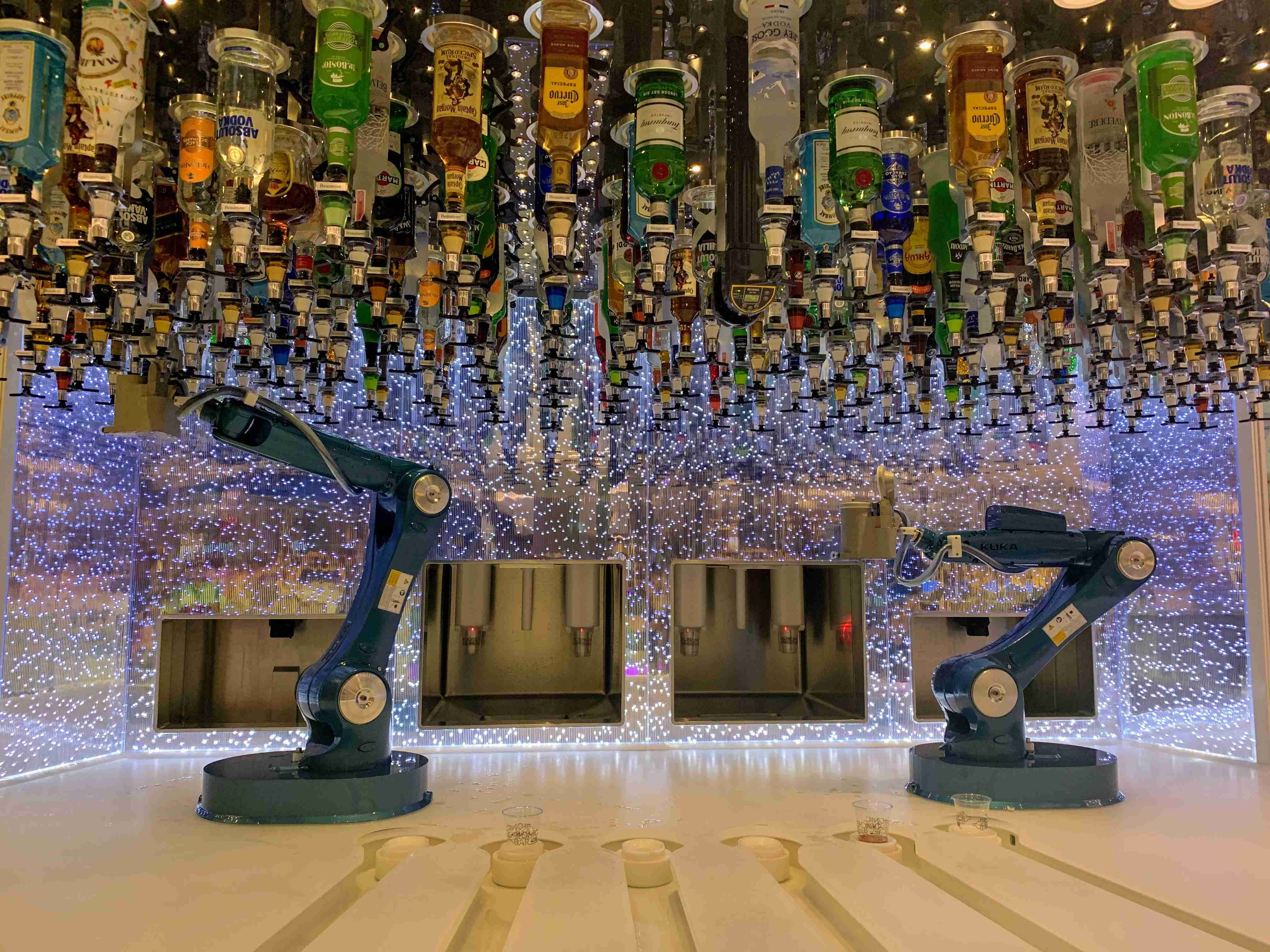 Royal Caribbean Symphony of the Seas - Bionic Bar