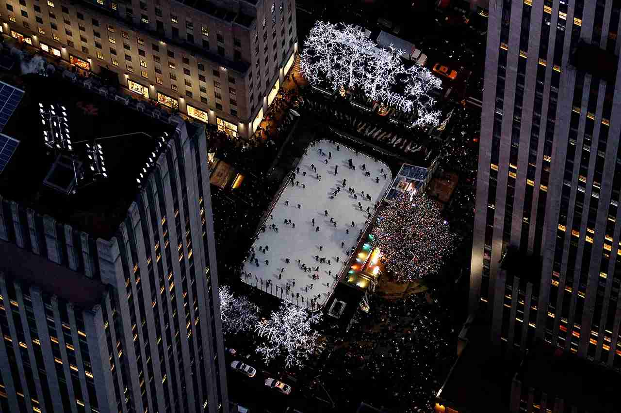 The ice skating rink and Christmas tree in Rockefeller Center are seen from above on December 30, 2014 in New York City. (Photo by Alex Trautwig/Getty Images)