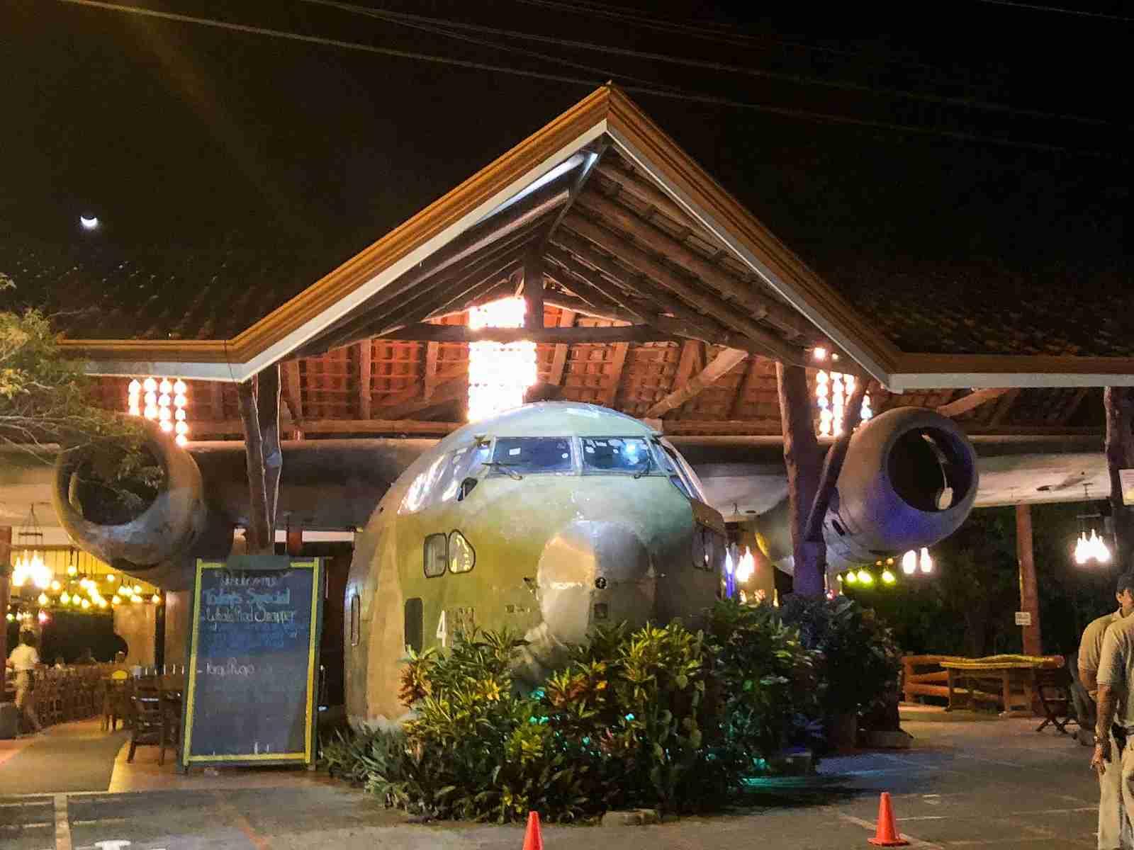 El Avion bar and restaurant