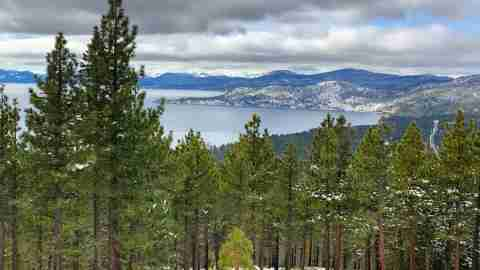 Family Friendly Tahoe Ski Resorts - Diamond Peak Lake View