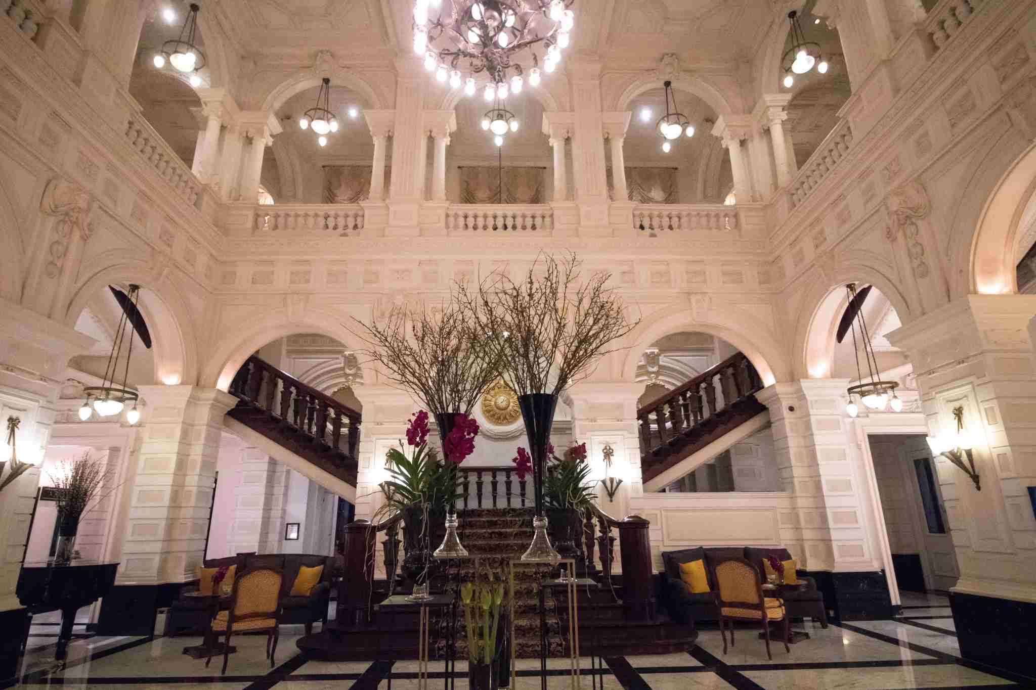 The luxurious lobby of the InterContinental Amstel Amsterdam. (Photo by Danielle VIto / The Points Guy)