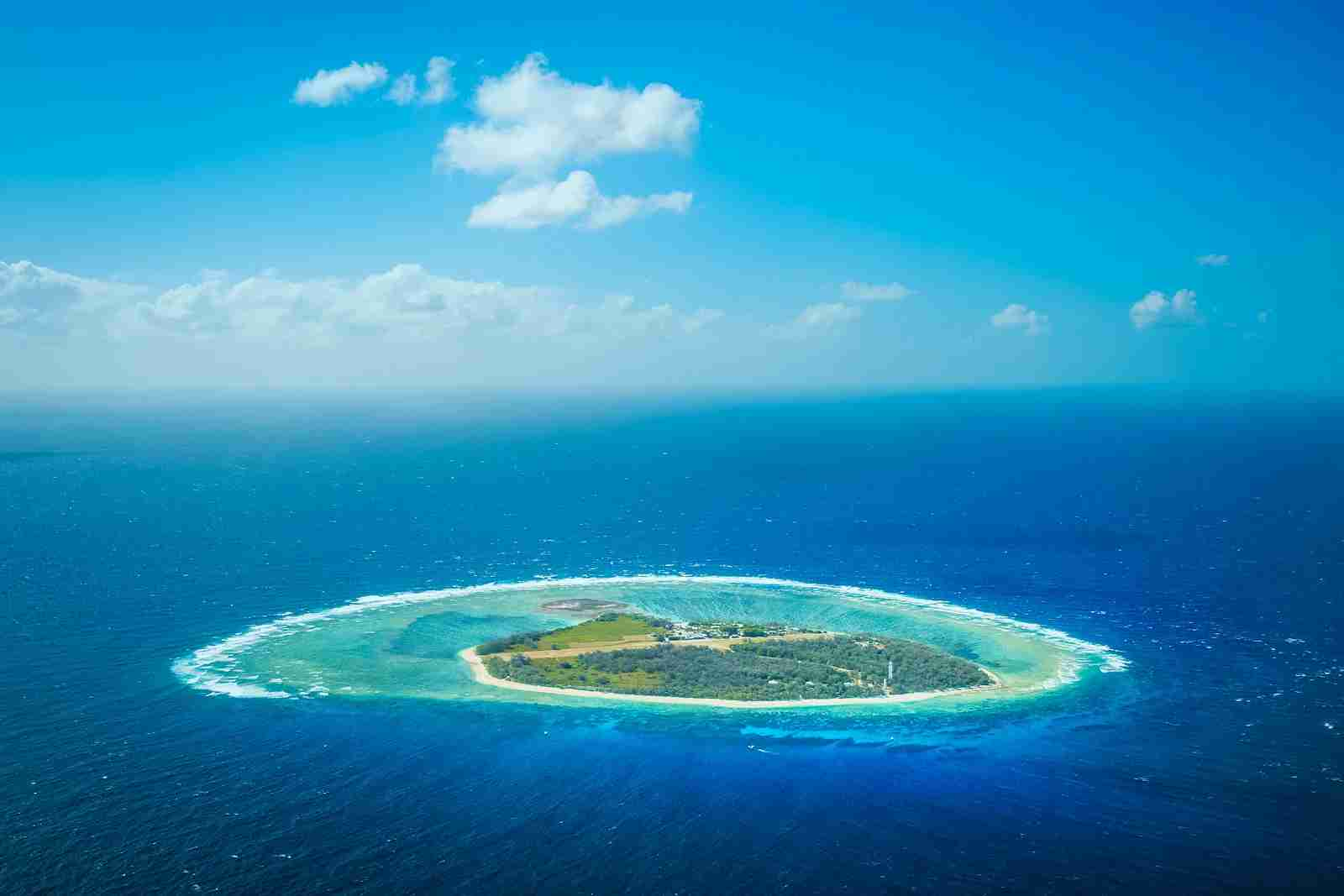 An aerial view of Lady Elliot Island. (Photo via Shutterstock)