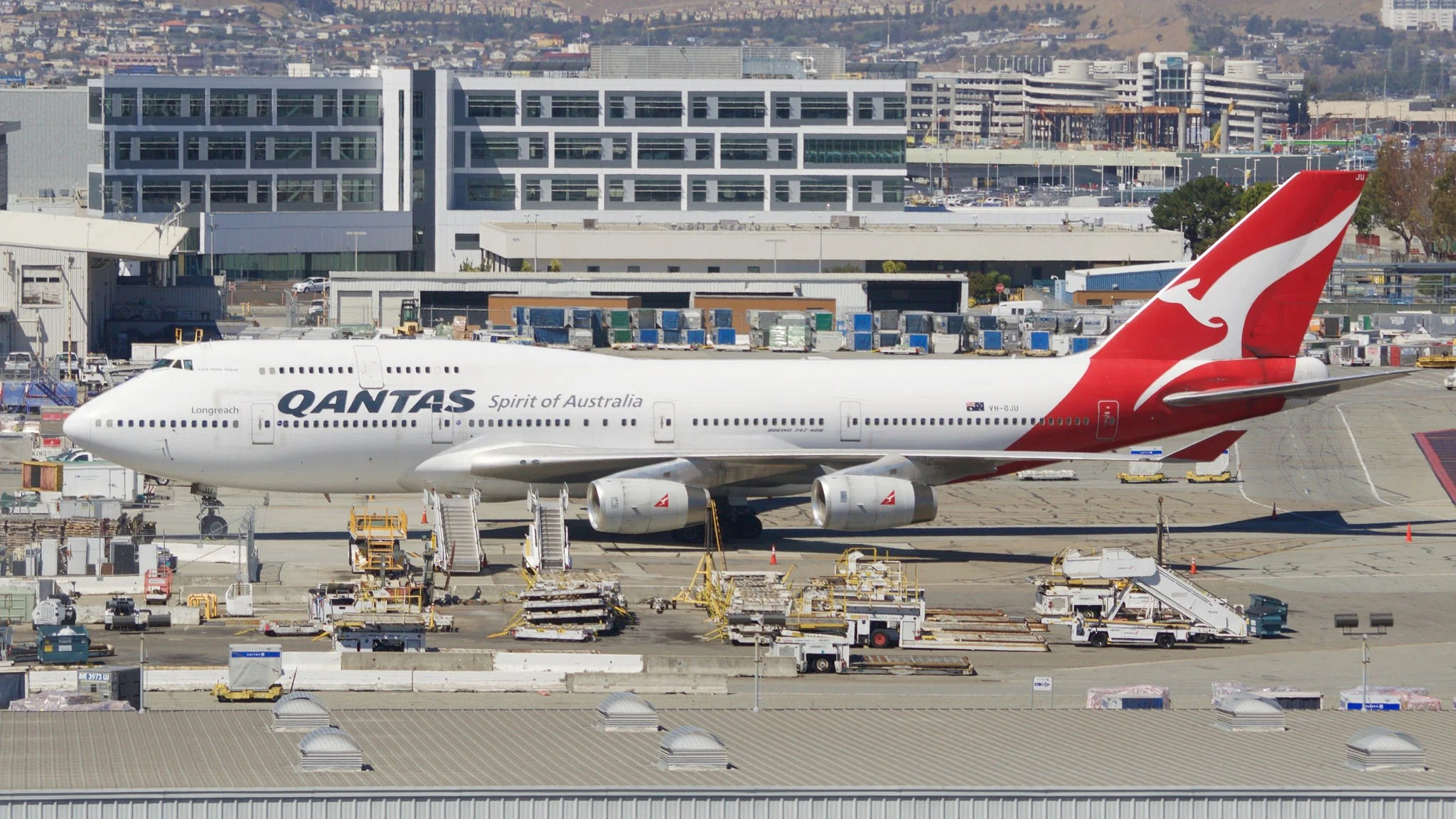Qantas Biz and Elite Flyers Now Have Access to Cathay Pacific's SFO Lounge