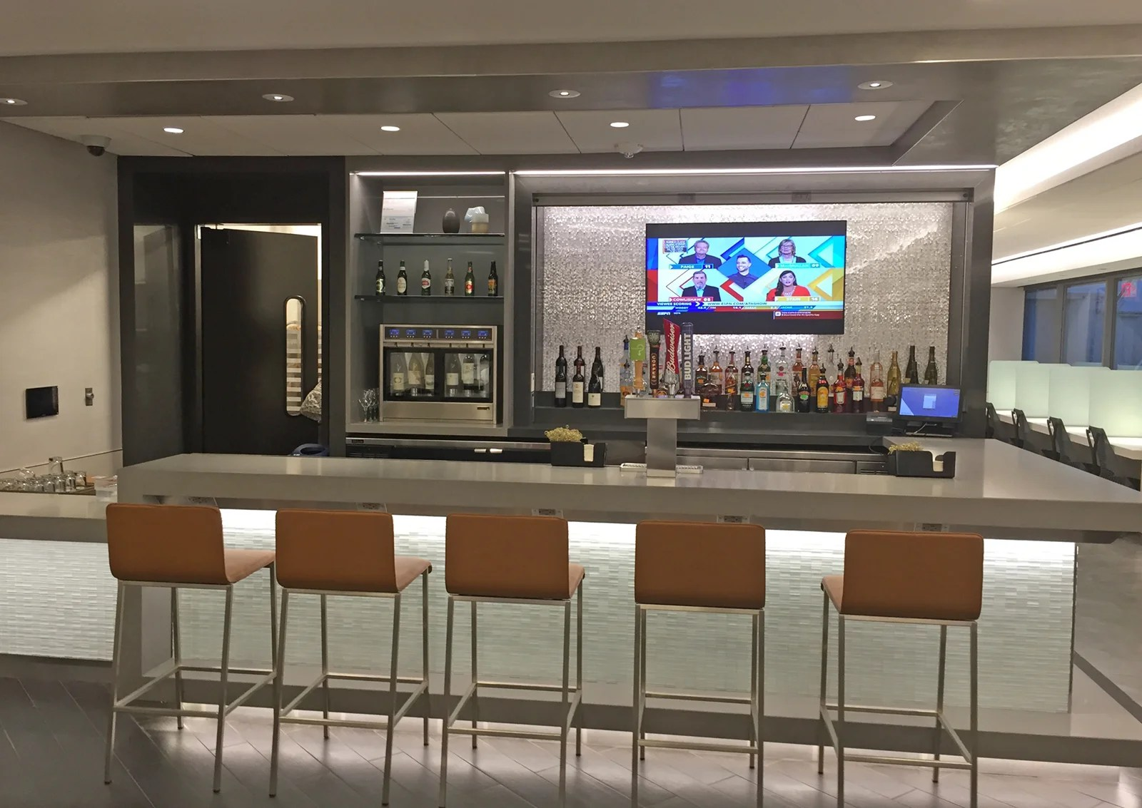 First Look At Aa S Renovated Admirals Club In Charlotte