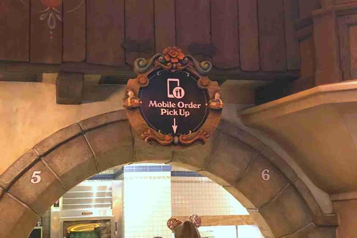 Best Disneyland Restaurants for Families - Mobile Ordering
