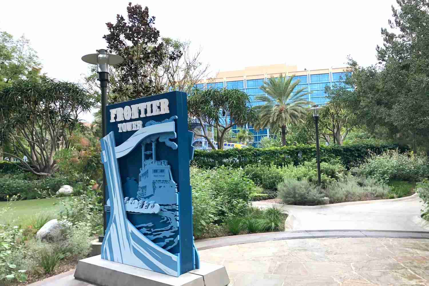 Disneyland Hotel - Frontier Tower