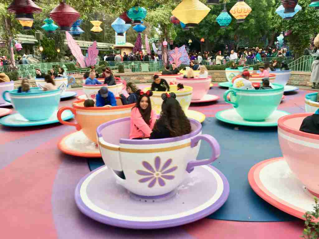 Alice in Wonderland Teacups ride Disneyland Anahei,
