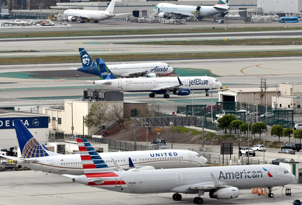 American Airlines, United, Alaska and JetBlue planes at LA, March 2019 (Photo by Alberto Riva/TPG)