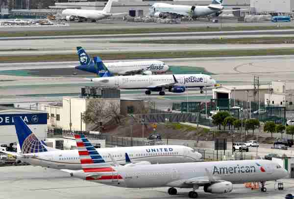 American Airlines, United, Alaska and JetBlue planes at LA, March 2019 (Photo by Alberto Riva/The Points Guy)