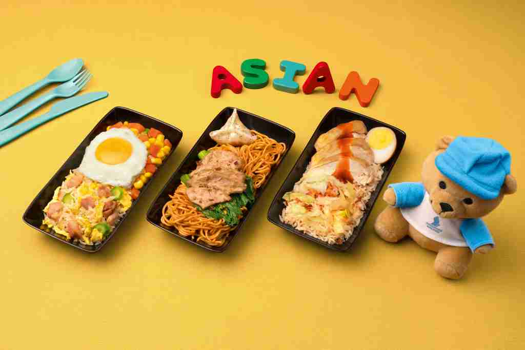 Young travelers will enjoy choosing between Asian, Western and vegetarian meals. Image courtesy of Singapore Airlines.