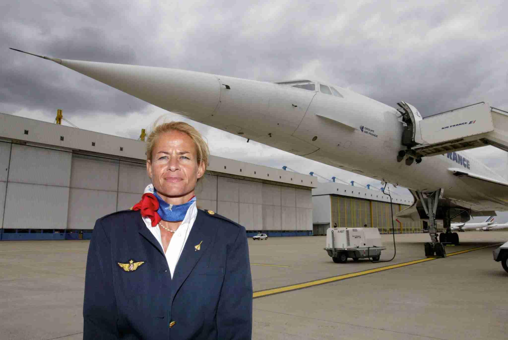 Béatrice Vialle, la première femme à avoir piloté un Concorde, pose le 12 mai 2003 à l